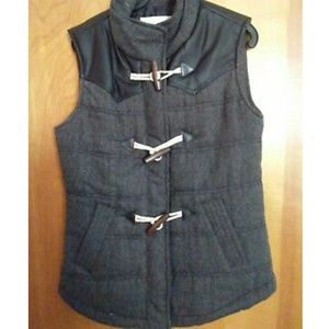 New no tags women's toggle vest